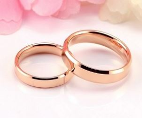 A pair of wedding rings.
